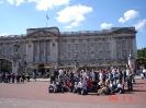 Przed Palacem Buckingham