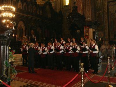 016-W cerkwi podczas spiewania
